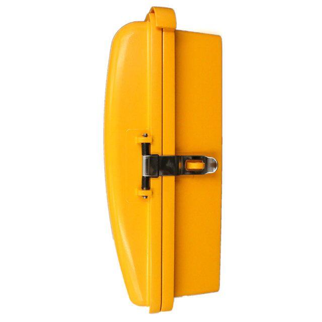 一、 产品特性 1、外壳:铝合金铸造,外壳厚度5 MM,坚固耐用、密封性好;表面喷涂进口反光户外漆,颜色醒目, 5-10年不褪色。坑腐蚀性极强。 2、 门盖:获得设计专利。受轻微外力,门盖能自动弹回,不锈钢锁扣自动将门盖锁闭,防止门盖松动。门盖打开方向,可根据行车方向确定。 3、挂钩:不锈钢材质,利用磁感应挂断,采用美国军用最好的磁环管,可靠性强,不需要叉簧,没有接触缝隙。 4、手柄:特种ABS工程塑料,一体式结构,密封性好,经受敲击不破裂、扭拉不变形,在零下35度不爆裂。带不锈钢的可收缩的软管。抗拉力2